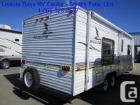 2004 Fleetwood Mallard 25J travel trailer for sale.