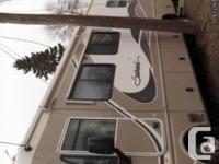 2004 Fleetwood Southwind 32V Class-A Motorhome. 32-foot