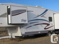 2004 Forest River Cardinal 33.5Ft Fifth Wheel.