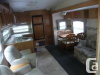 2005 Rockwood By Forest River 27ft fifth wheel trailer,