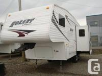 2005 Hornet By Keystone 24ft Fifth Wheel with slide