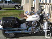 2005 Yamaha VStar Classic, 1100cc, pearl white, lots of