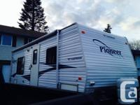 2006 27ft pioneer fleetwood travel trailer. Big master