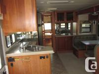 2006 National Dolphin 35' motorhome with two