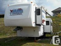 2006 Cardinal 30LE 5th Wheel 2 slides -- bedroom and