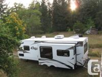 2006 Cougar 29.4 trailer 1/2 ton towable, Rear living,