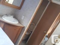 2006 278 Rear Kitchen 5th Wheel,Walk around Queen Bed