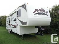 2006 Keystone Everest 34-ft 5th Wheel. MotoSat self