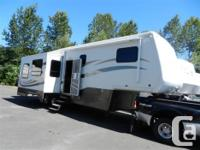 This 2006 Mobile Suites Is A Quality Constructed 5th