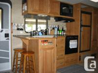 2006 Fleetwood Terry 3102BDS-33' trailer sleeps 8 and