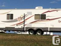 2006 Triple E Topaz T282SF Travel Trailer. Canadian