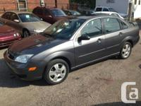 This 2007 Ford Focus SES is Loaded with leather,