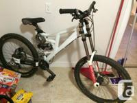Selling this Downhill complete suspension Rocky Hill