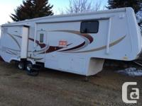 2007 Double Tree Select Suites 30FT Fifthwheel. This is