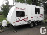 IMMACULATE lightweight 19' travel trailer with
