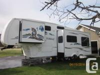 2008 28 foot Wildcat Forest River 5th wheel.  This 5th