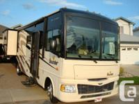 2008 35 Feet Fleetwood Bounder.  Features:  - Double