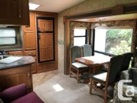 This fifth wheel travel trailer is in excellent