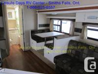 This 2008 Antigua 285SSO travel trailer is in beautiful