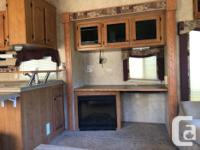 35' fifth wheel 3 slide outs Sleeps 4 (full size queen