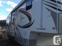 30.5 feet fifth wheel 3 tipouts, electrical fire place