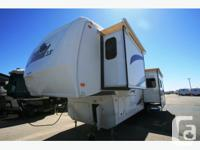 2009 FOREST RIVER CARDINAL 36LE Pre-Owned Fifth Wheel
