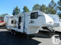 . Gorgeous 2010 Aljo 195 Lightweight Fifth-Wheel with
