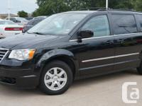2010 Chrysler Town and Country Touring , Double DVD