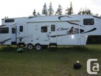 2010 Keystone Cougar 324RLB Fifth wheel. Original