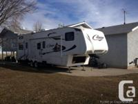 2010 Keystone 5th Wheel Cougar 324RLB Trailer.