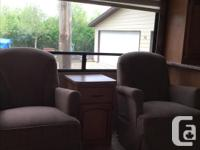 This 30 foot - 2010 Puma 5th wheel is in excellent