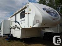2010 Sundance 33' 5th wheel trailer by Heartland. 3