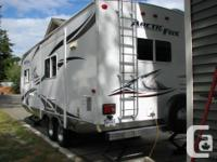 2011 model 25P Travel Trailer Well Cared for by non