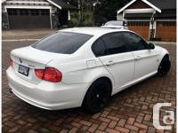 Make BMW Model 328i xDrive Year 2011 Colour White kms