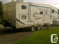 Very nice 25 feet fifth wheel well maintained. It is