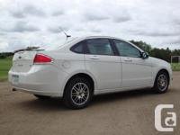 Amazing Condition !! 2011 Ford Focus SE - white - 4