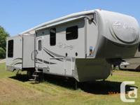 Super tidy, luxury RV with numerous upgrades (bed room