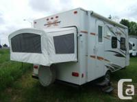 Hybrid / Expandable travel trailer  2 tip-outs (1