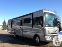 2012 Fleetwood Bounder 33U Class-A Motorhome. LIKE NEW.