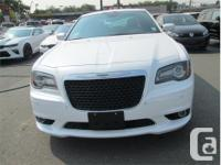 Make Chrysler Model 300 Year 2012 Colour White kms