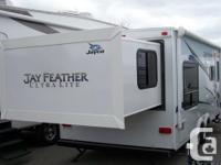 Great trailer with rear slide, dinette, sofa, full