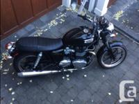 2012 Triumph Bonneville SE Phantom Black ONLY 1,400