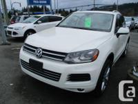 Make Volkswagen Model Touareg 2 Year 2012 Colour white