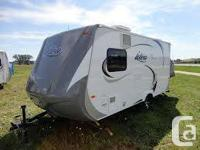 The 2013 Travel Lite Idea i16 travel trailer features a