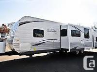 2013 Jayco Jayflight 33BHTS Fifth Wheel. mint