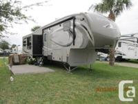 2013 Montana High Country 318RE 5th wheel, 34', 3