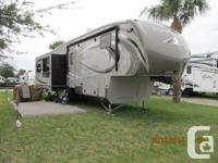 2013 Montana High Country 318RE 5th wheel, 34', 3