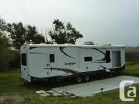 We are selling our 2013 Sandpiper 392FLKB park model