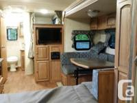 2015 25' Microlite BHS. Bunk beds with a couch and a