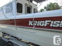 BOAT: KINGFISHER 2725 DESTINATION RED CANDY AND GLACIER